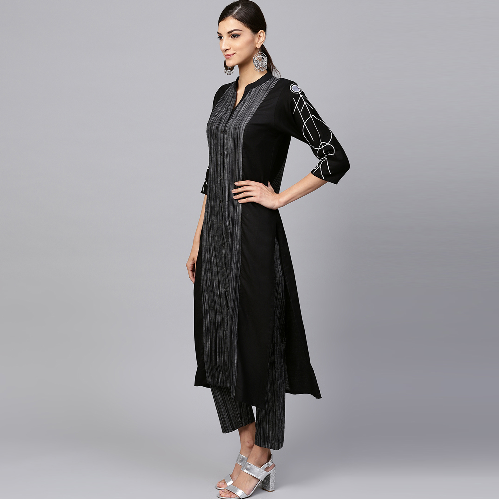 Opulent Black Colored Casual Printed Cotton Kurti