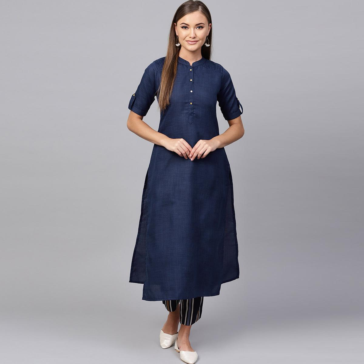 Mesmeric Navy Blue Colored Casual Wear Cotton Kurti