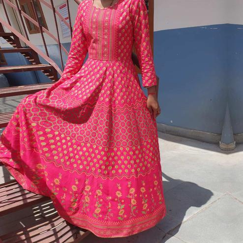 Flattering Pink Colored Casual Printed Cotton Long Kurti