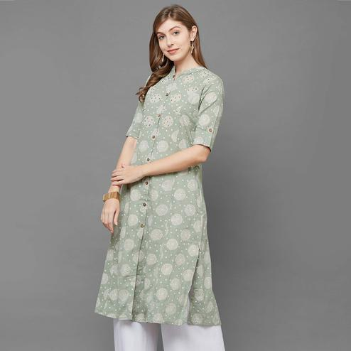 Flamboyant Green Colored Casual Printed Cotton Long Kurti