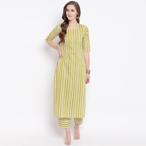 Lovely Green Colored Casual Printed Cotton Kurti-Bottom Set