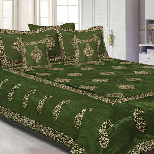 Jazzy Mahendi Green Colored Khadi Hand Block Printed Silk Double Bedsheet With Pillow Cover Set