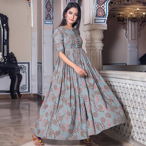 Arresting Grey Colored Casual Printed Muslin Blend Gown