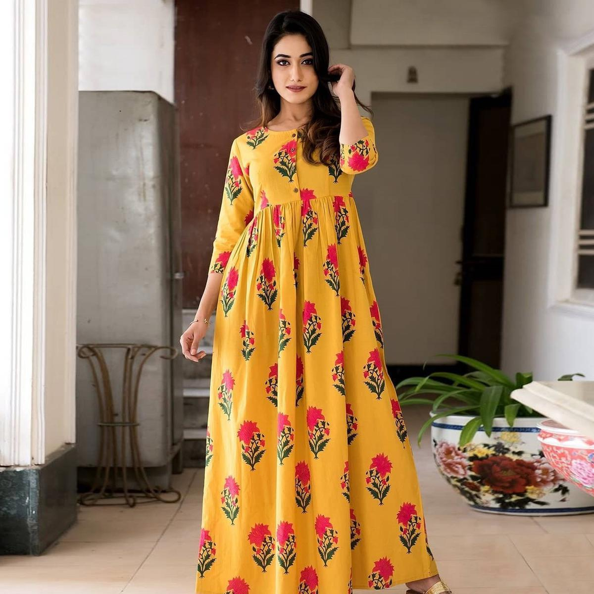 Sophisticated Yellow Colored Casual Printed Muslin Blend Gown