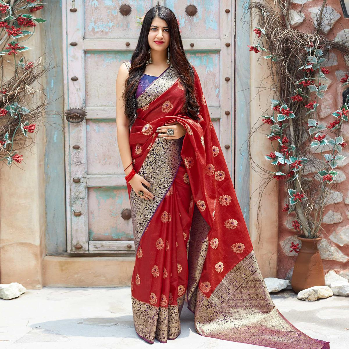 Engrossing Red Colored Festive Wear Woven Banarasi Silk Saree