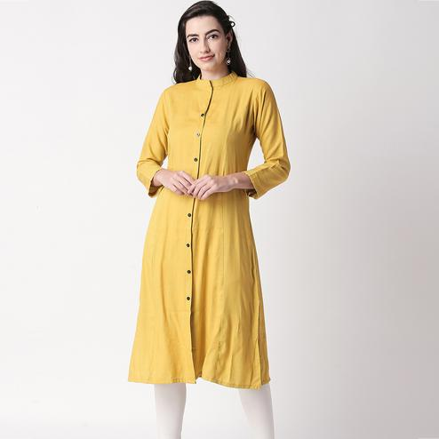 Amazing Lemon Green Colored Casual Wear Cotton Kurti