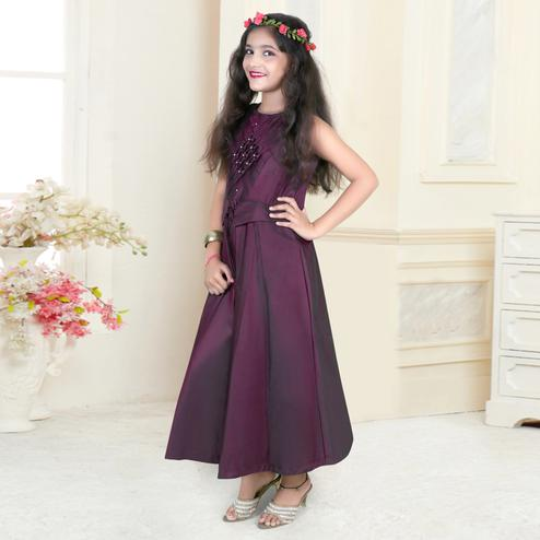 Impressive Purple Colored Partywear Sleeveless Tapetta-Satin Gown