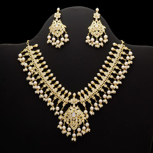 Glowing White Stone Pearl Hanging Necklace Set