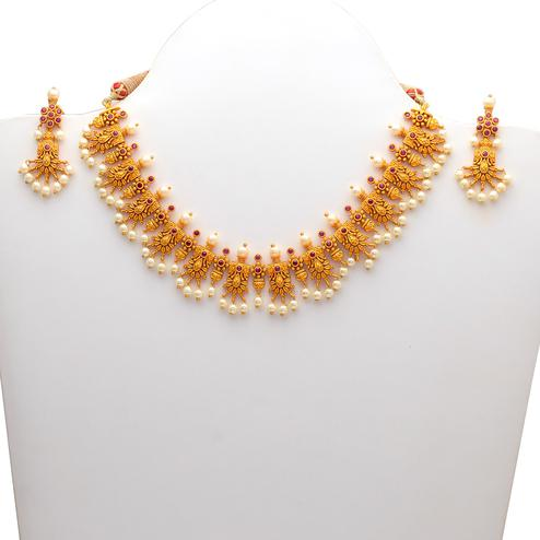 Eye-catching Gold look Red Stones Necklace Set