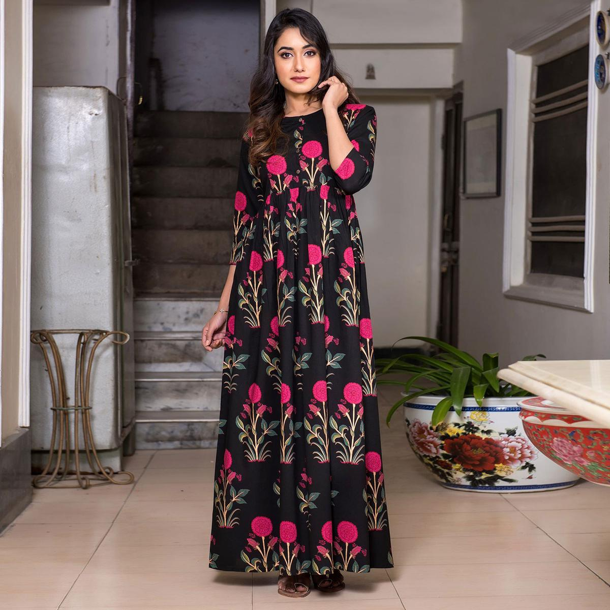 Appealing Black Colored Casual Printed Muslin Blend Gown