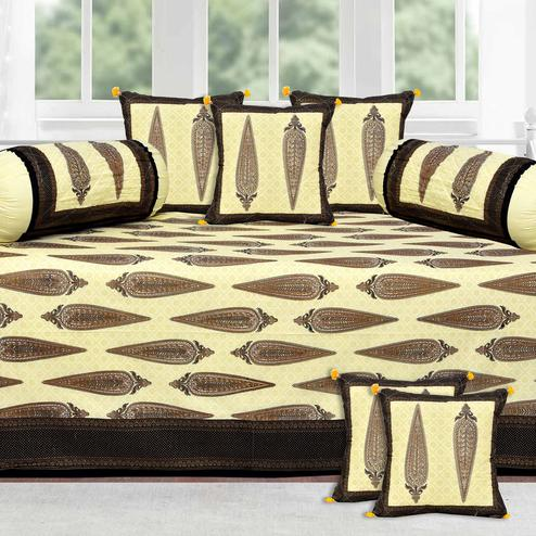 Jazzy Gold Printed With Black Border Diwan Set