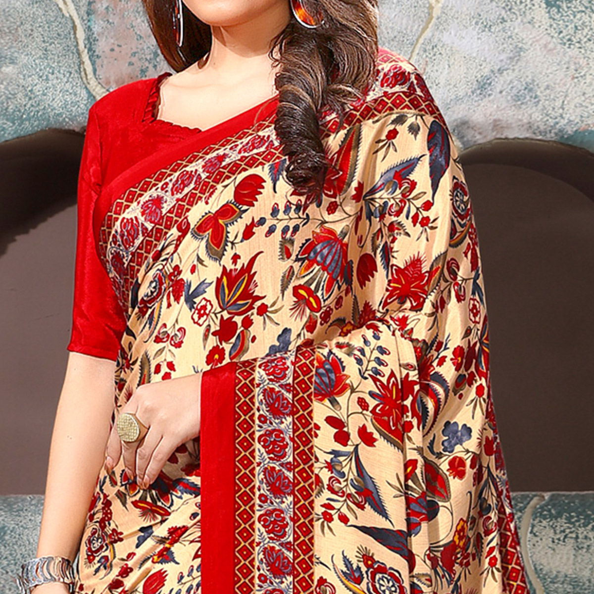 Dazzling Cream-Red Coloured Casual Wear Printed Crepe Saree