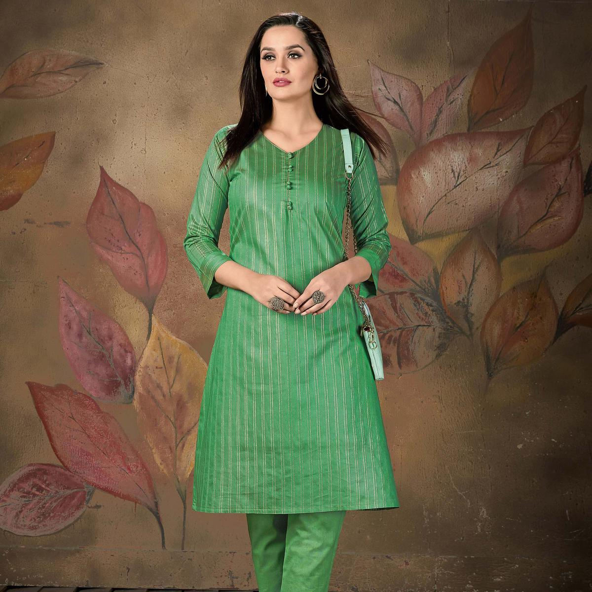 Blissful Green Colored Casual Wear Printed Cotton Kurti