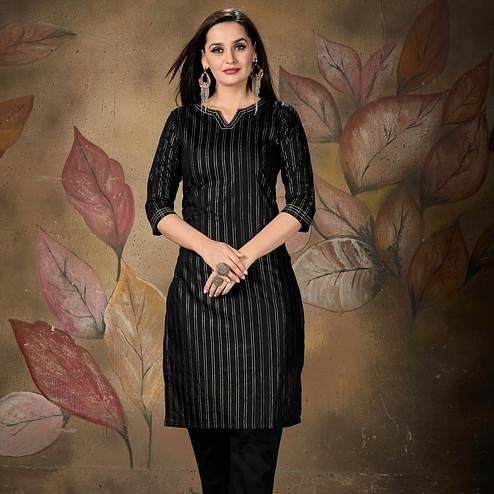 Opulent Black Colored Casual Wear Printed Cotton Kurti