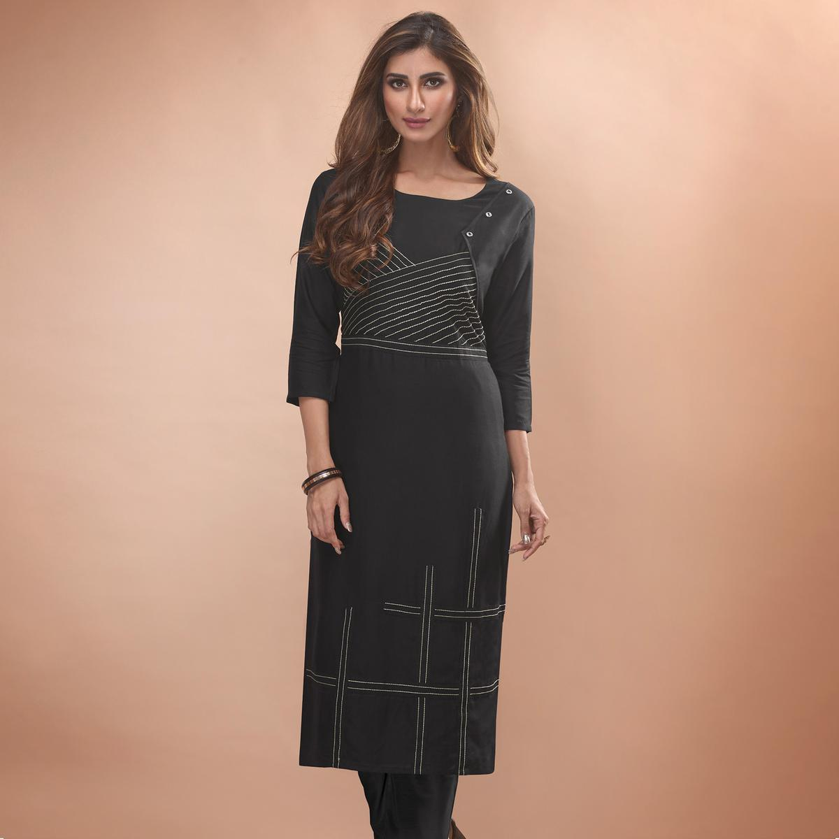 Engrossing Black Colored Partywear Embroidered Viscose Kurti