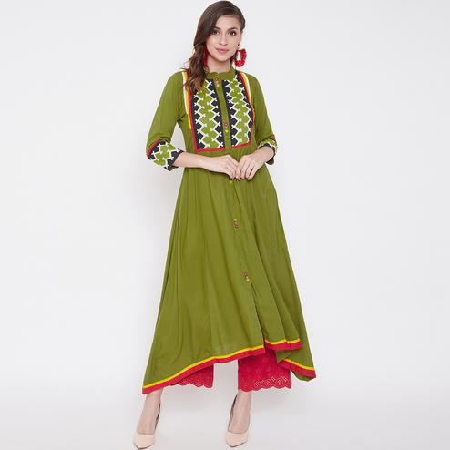 Flattering Green Colored Casual Wear Printed Rayon Long Kurti