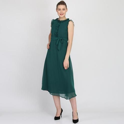 Magnetic Green Colored Partywear Sleeveless Georgette Midi Dress