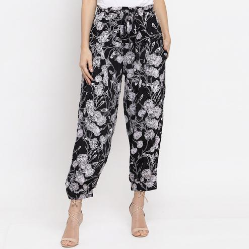Captivating Black Colored Casual Wear Cotton Pant