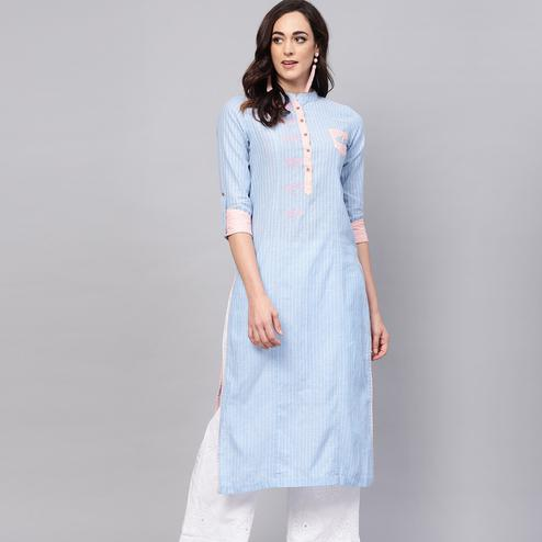 Imposing Blue Colored Casual Wear Printed Cotton Kurti