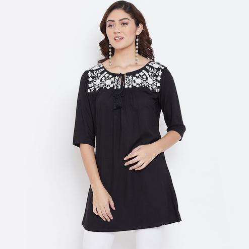 Sethi Daughters - Black Colored Casual Wear Floral Embroidered Rayon Tunic