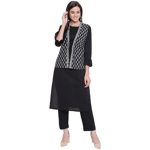 Fabnest - Black Colored Casual Wear Block Printed Cotton Kurti Pant Set With Sleeveless Jacket