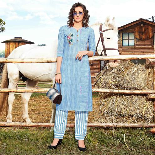 Exotic Blue Colored Casual Wear Floral Embroidered Handloom Cotton Linen Kurti-Pant Set