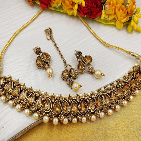 Zaffre Collections - Stylish And Trendy Gold Choker Combo Set With Maang Tikka For Women And Girls