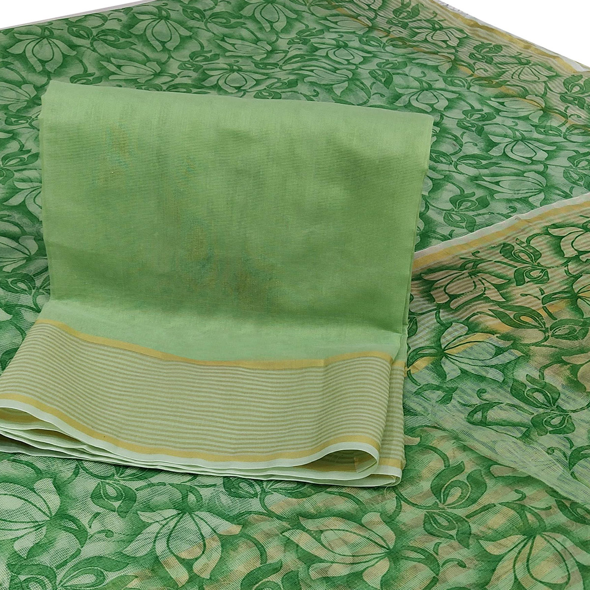 Pretty Green Colored Casual Wear Floral Printed Net Saree