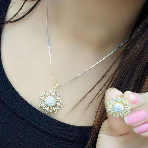 Entrancing Gold Plated American Diamond Alloy Pendant Set