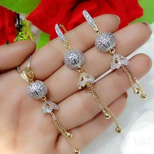 Exclusive Gold Plated American Diamond Alloy Pendant Set