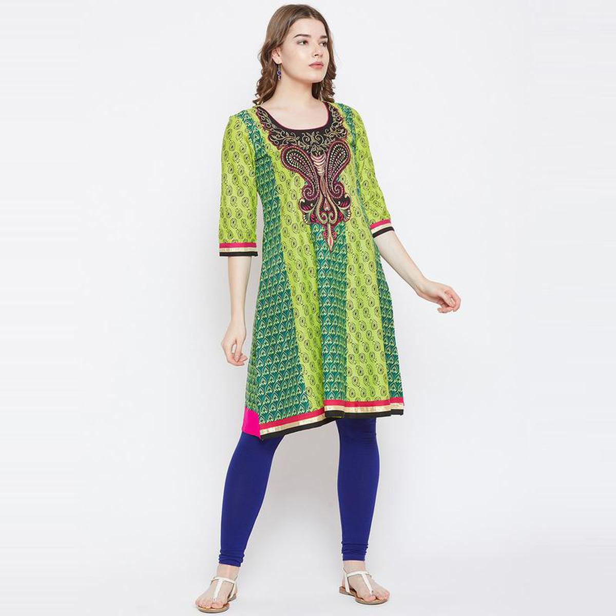 Aask - Green Colored Casual Wear Embroidered Cotton Kurti