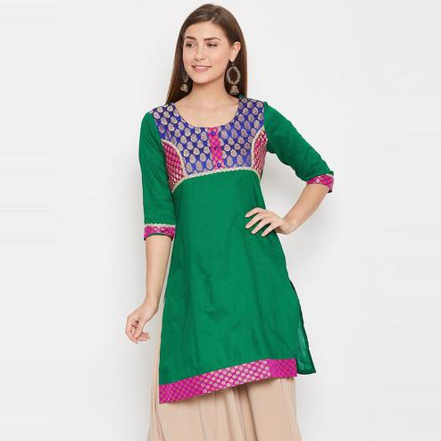 Aask - Green Colored Casual Wear Printed Cotton Kurti