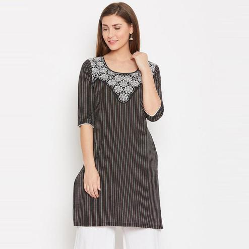 Aask - Black Colored Casual Wear Floral Embroidered Cotton Kurti