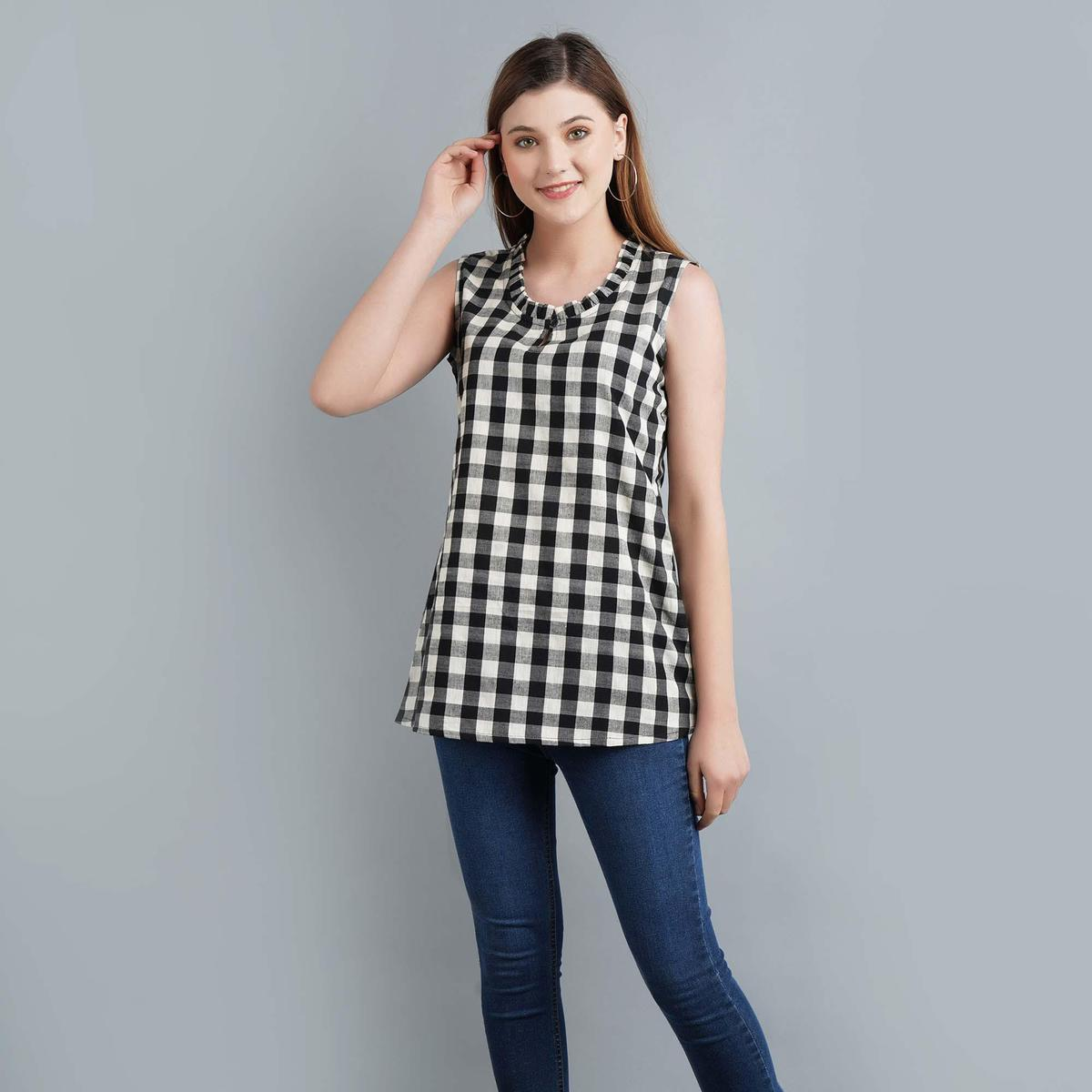 Darzaania - Black-White Colored Casual Wear Checked Ikat Handloom Cotton Top