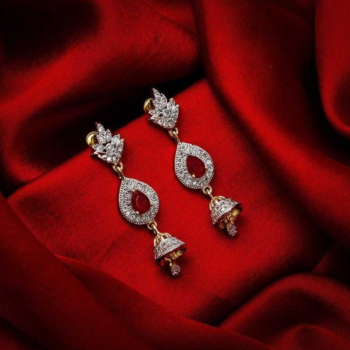 Staring Gold Plated American Diamond Alloy Earrings