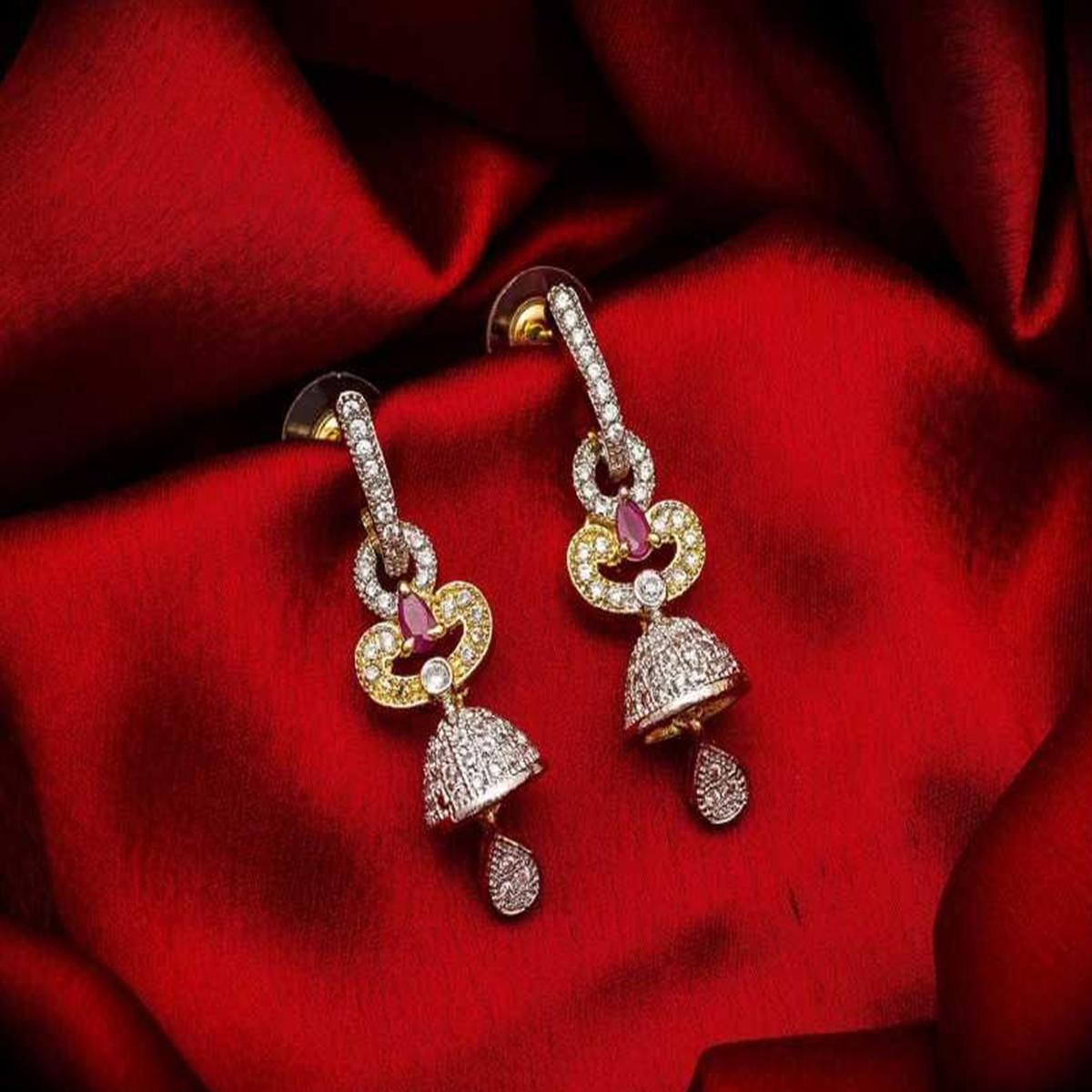 Alluring Gold Plated American Diamond Alloy Earrings