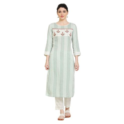 Vastrakaar - Green Colored Casual Embroidered Cotton Kurti Pant Set