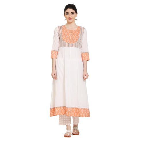 Vastrakaar - White-peach Colored Casual Printed Cotton Anarkali Kurti