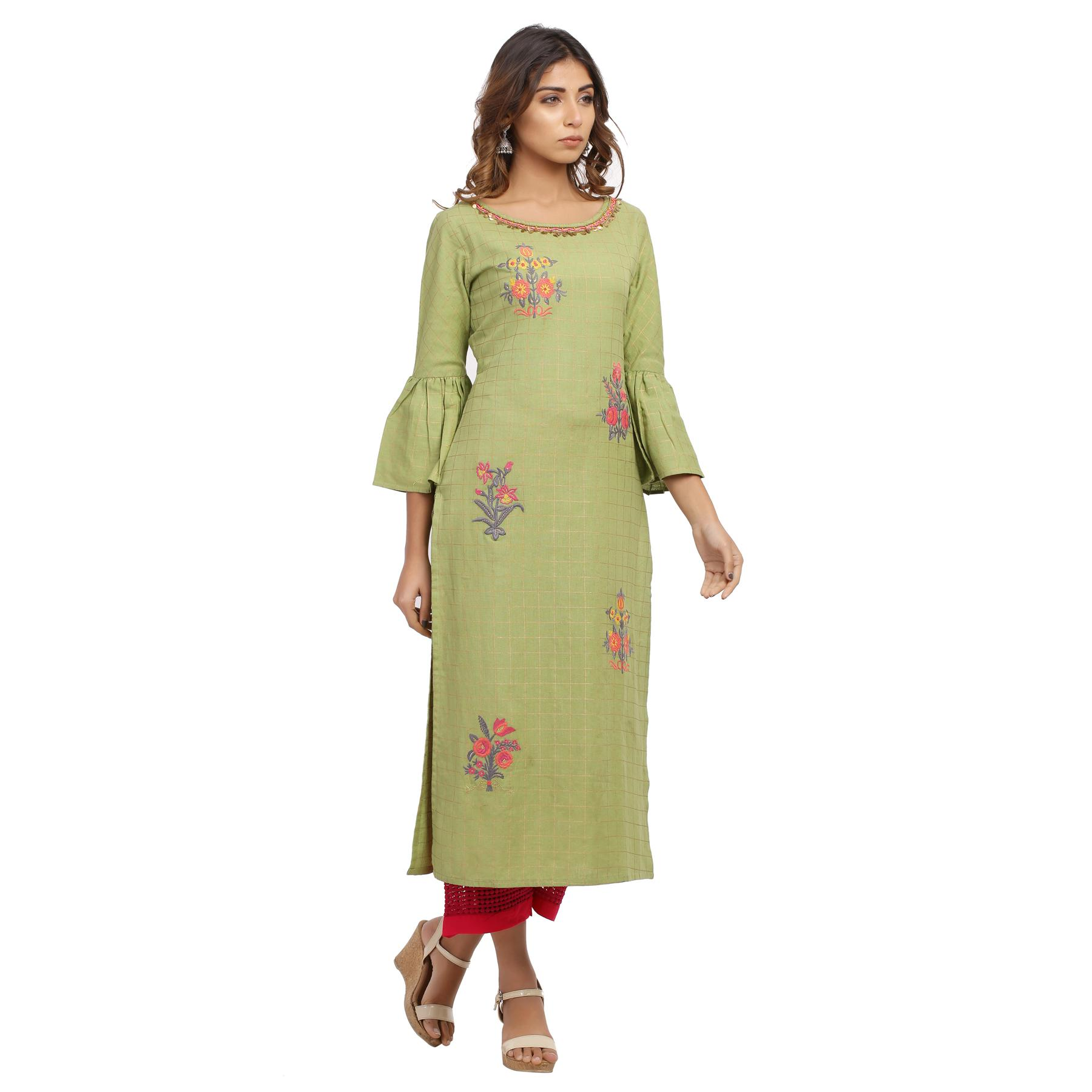 Vastrakaar - Green Colored Casual Floral Embroidered Cotton Kurti