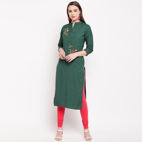 Vbuyz Women's - Green Colored Casual Embellished/Solid Rayon Straight Kurti