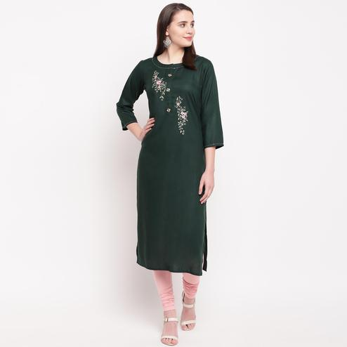 Vbuyz Women's - Green Colored Casual Embroidered/Solid Rayon Straight Kurti