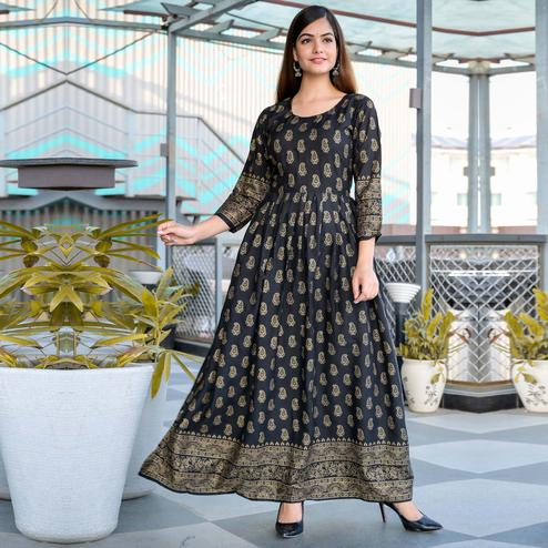 Zyla - Black Colored Casual kairi printed Rayon anarkali Kurti