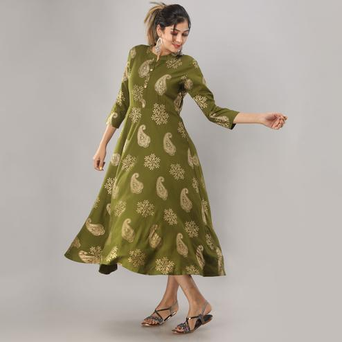 Zyla - Green Colored Casual Gold Printed Rayon Anarkali Kurti