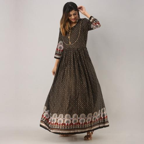 Zyla - Black Colored Casual Printed Rayon Anarkali Kurti