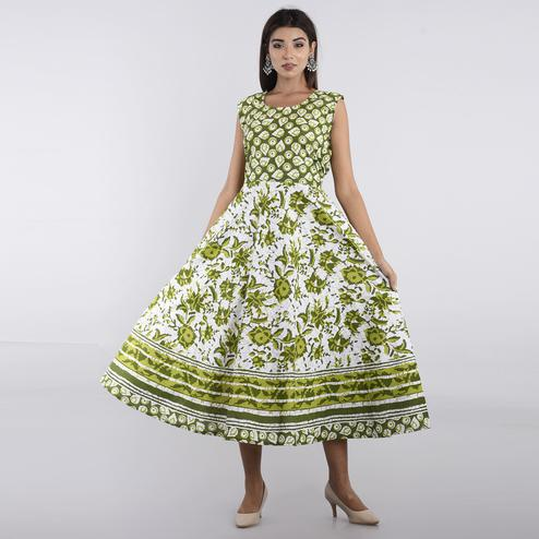 Pooja Fashion - Green Colored Casual Wear Printed Cotton Kurti