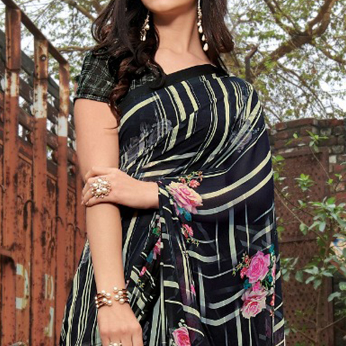 Ravishing Black - Pink Colored Casual Wear Floral Printed Gerogette Saree