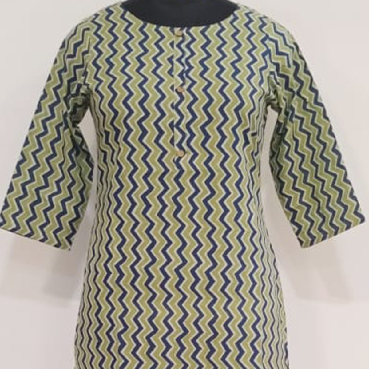 Aariya Designs - Light Green Color Colored Casual Wear Zig Zag Printed Cotton Kurti