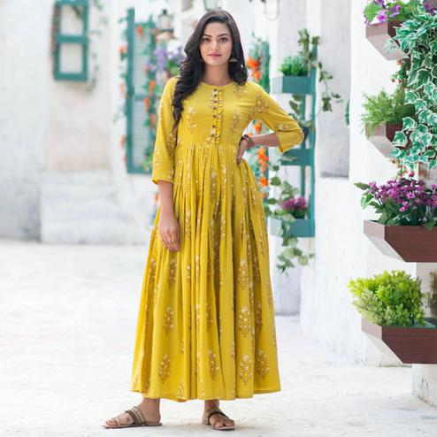 Preferable Lemon Yellow Colored Partywear Digital Printed Pure Muslin Gown