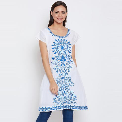 Aarudi Fashion - Women's White Colored Embroidered Cotton Kurti With Lining