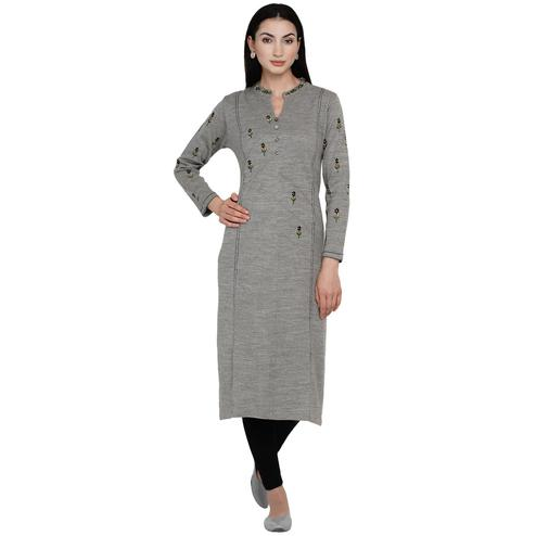 Fabnest - Women Grey Colored Embroidered Acrylic Kurti